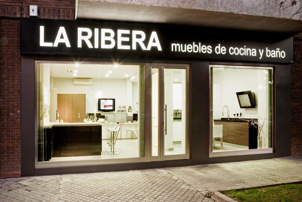 adriana-ramiro_diseno_interiorismo_comercios_muebles-de-cocina-la-ribera_01